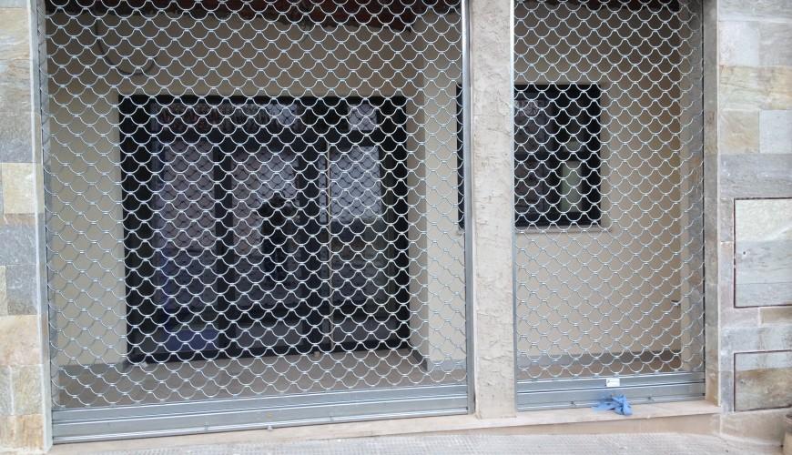 Persiana comercial Puertas Arriazu Fabricante de puertas en Navarra
