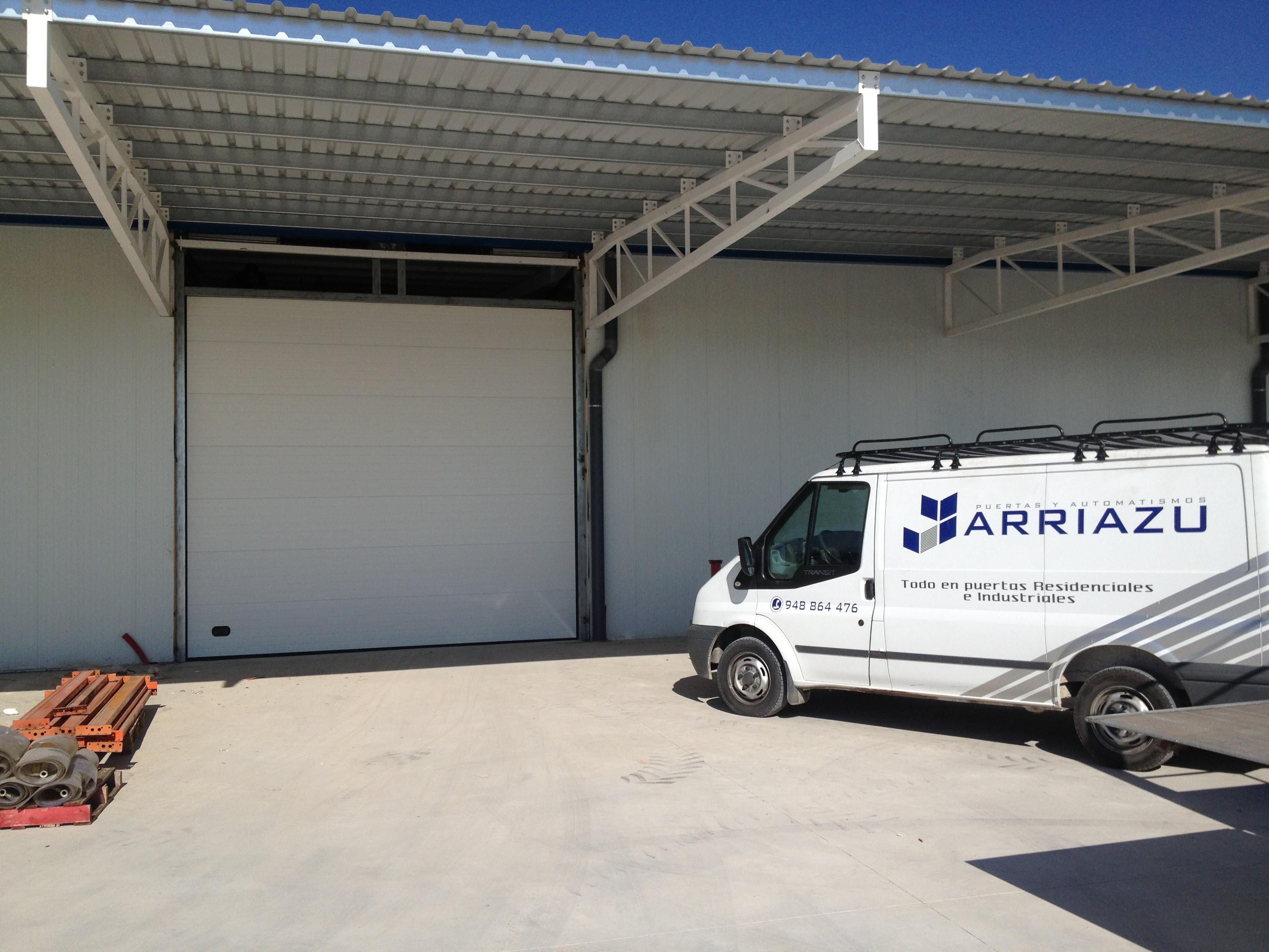 Puerta industrial seccionable Puertas Arriazu Fabricante de puertas en Navarra